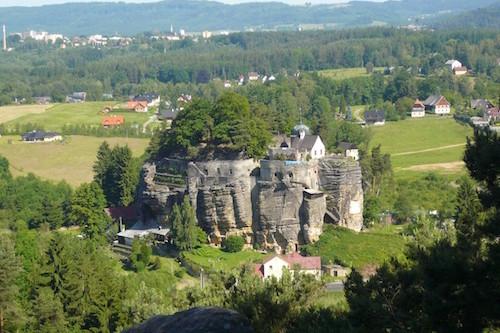 Skalní hrad Sloup ve Sloupu v Čechách